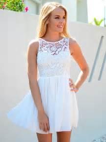 70 id 233 es avec la robe blanche dentelle en tendance