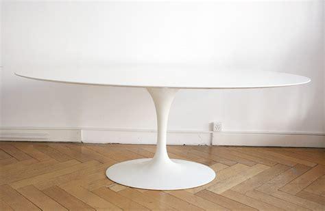 table tulipe ovale en marbre blanc eero saarinen knoll kissthedesign