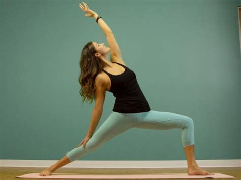 tutorial yoga vinyasa reverse warrior pose how to properly execute viparita