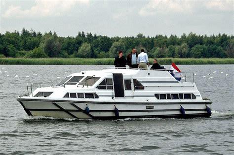 kosten ligplaats woonboot woonboot le boat crusader m 252 ritz huren jacht charter