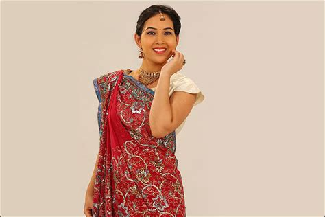 gujarati saree draping steps how to wear a gujarati saree in 6 easy steps