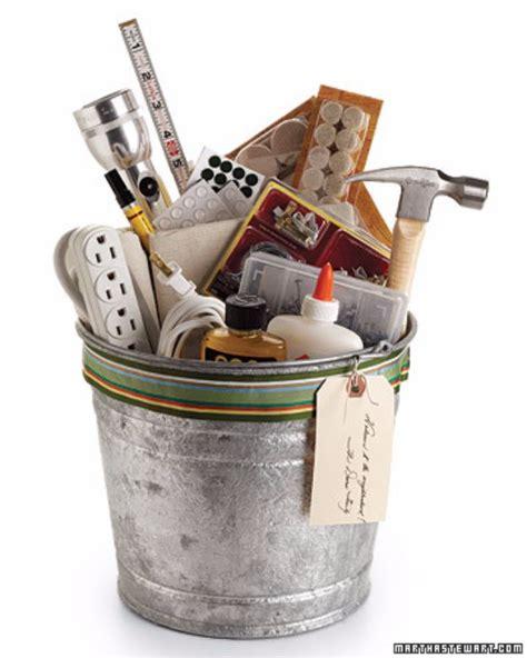 cheap housewarming gifts 33 best diy housewarming gifts quick crafts basket gift