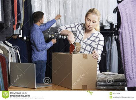 Couples Clothing Store Running Clothing Store Packing Goods For