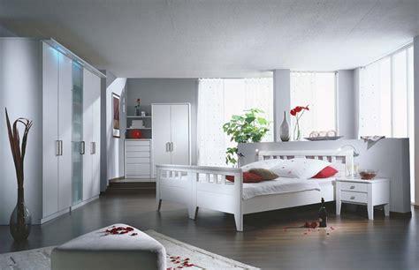 schlafzimmer gestalten wei e m bel schlafzimmer lack wei 223 und rot wohnello de