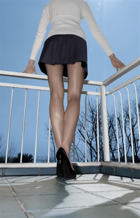 Free picture skirt up woman