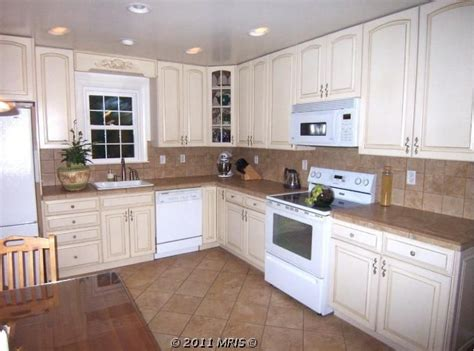 kitchen cabinets off white 17 best ideas about off white cabinets on pinterest off