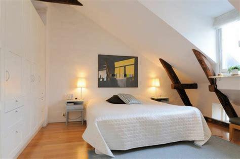 dachschräge schlafzimmer schlafzimmer mit dachschr 228 ge 34 tolle bilder archzine net