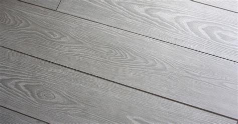 pulizia pavimento gres porcellanato come pulire il gres porcellanato corretamente