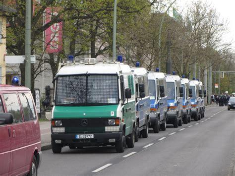 Bewerbungsfrist Landespolizei Berlin Quot Wannen Quot Der Berliner Polizei Zur Absicherung Zweier Demos