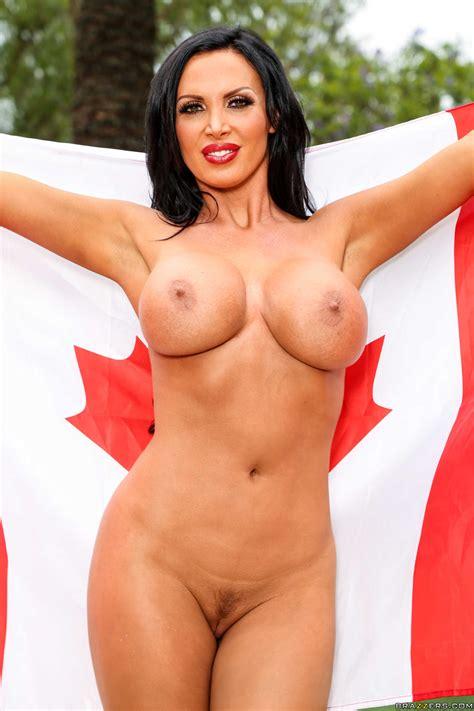 Arousing Nikki Shows Her Big Bosom Outdoor Photos Nikki