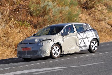 renault megane 2013 spyshots 2013 renault megane facelift autoevolution