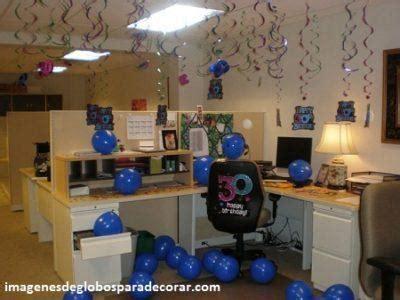 4 imagenes con creativa decoracion en globos para oficina
