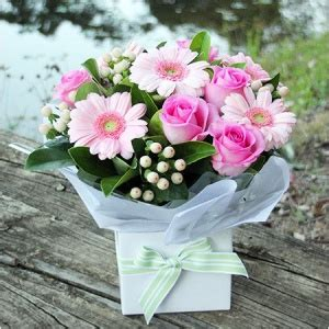 pretty in pink boxed flowers