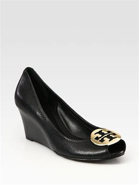 Wedges Tb Henny sally peep toe black ghw wedges kabarnya must