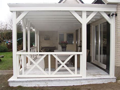 veranda hauseingang tuingenot lariks houten veranda overkapping met epdm