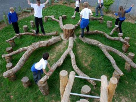 giochi da cortile per bambini i giochi di riciclo da proporre per il giardino condominiale