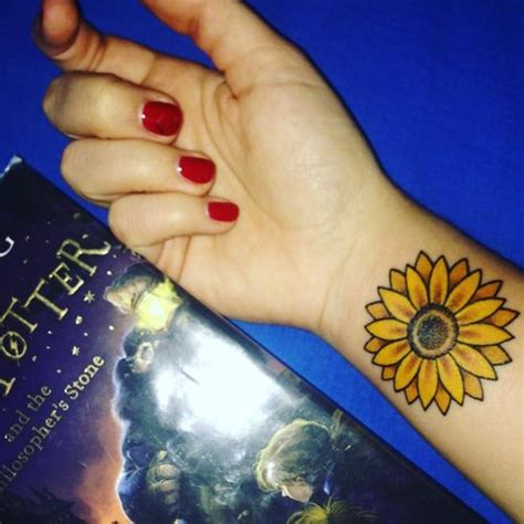 sunflower wrist tattoo sunflower on wrist www pixshark images