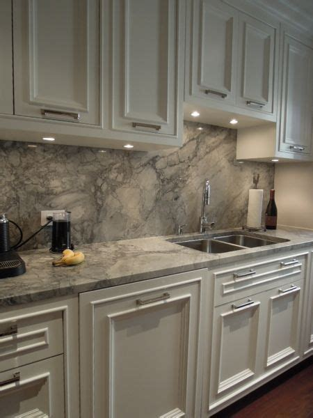 White Quartz Kitchen Countertops 25 Best Ideas About Granite Backsplash On