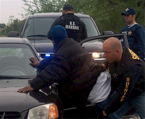 Us Marshals Search File United States Marshal Searching A Fugitive Jpg Wikimedia Commons