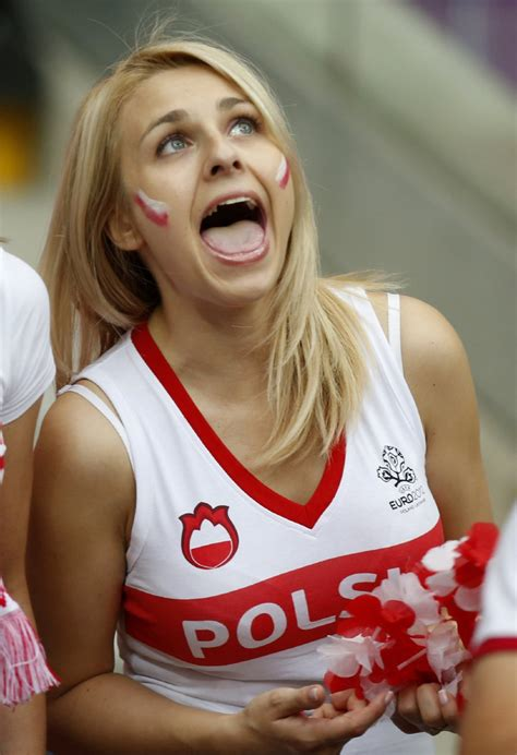 soccer euro  poland russia  ate   pies