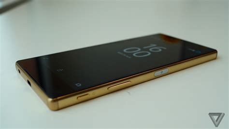 Xperia Z5 Premium On Sony S Xperia Z5 Premium Has An Absurd 4k Display The Verge