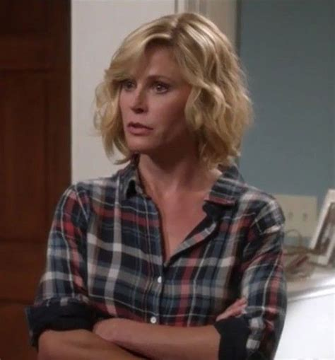 dunphy modern family 3 claire dunphy hairstyle 2015 10 images about julie bowen on pinterest satin in las