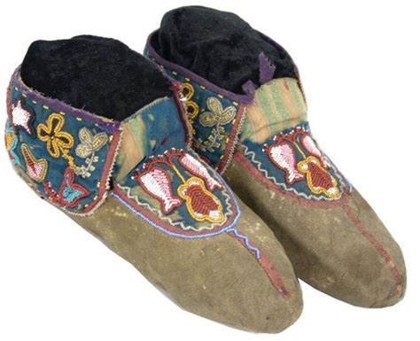 beaded moccasin vs 1000 images about moccasins on