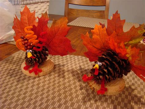 How To Make A Thanksgiving Turkey Out Of Construction Paper - thanksgiving turkey crafts to make with leaves atta