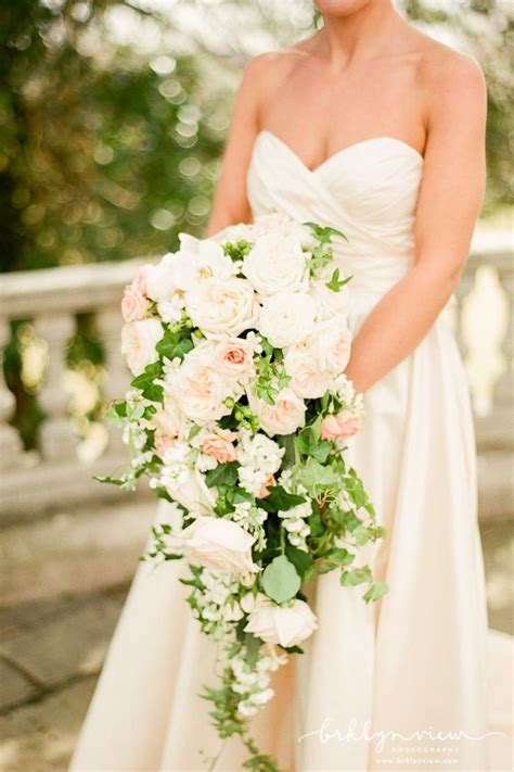 5 of the prettiest spring wedding bouquets ever 17 best ideas about cascading wedding bouquets on