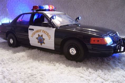 cars with lights and sirens california hwy patrol diecast 1 18 ut with working