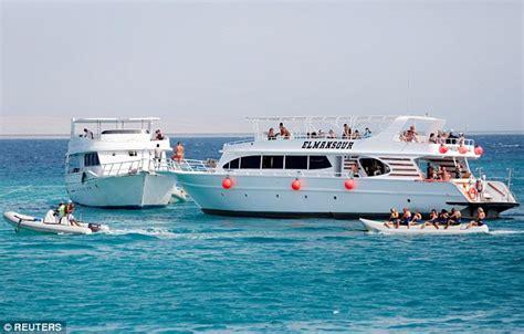 banana boat egypt british mother dies off coast of egypt after banana boat