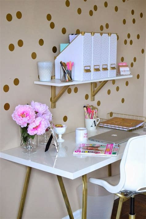 5 Things Pink And Pretty 2 by Best 25 Gold Room Decor Ideas On Gold Rooms