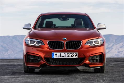 Bmw 1er Coupe Facelift by World Premiere Bmw 2 Series Coupe And Convertible Facelift