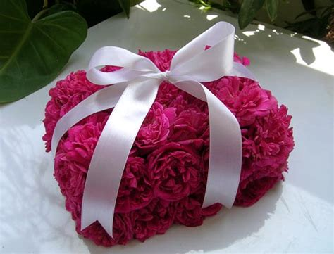 Kitchen Table Centerpieces Ideas by Gift Pink Roses Bouquet Box An Unusual And Out Of The