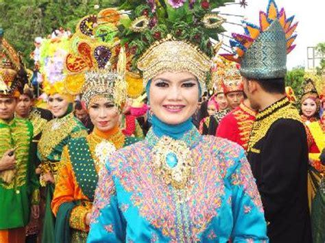 Pakaian Adat Baju Daerah Istimewa Aceh L fitinline pakaian adat aceh