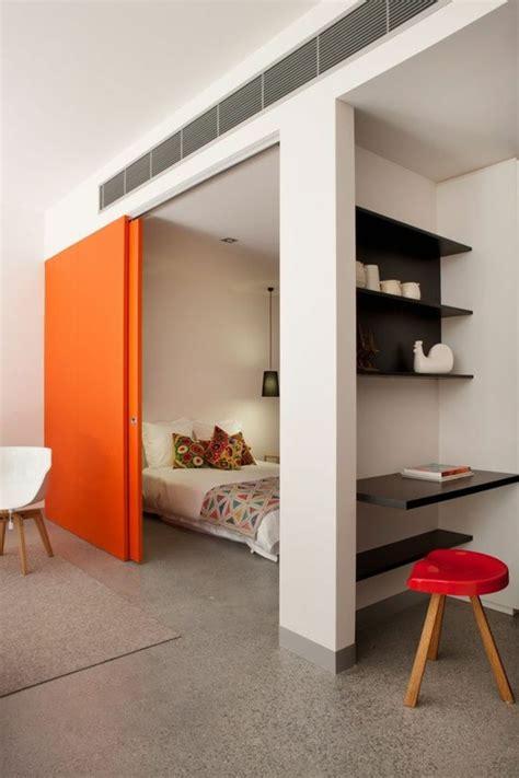 Impressionnant Maison Avec Cuisine Americaine #8: 1-portes-à-galandage-jolies-qui-separer-les-chambres-à-coucher-sol-avec-tapis-beige.jpg