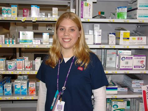 what does a pharmacy technician do ibmc