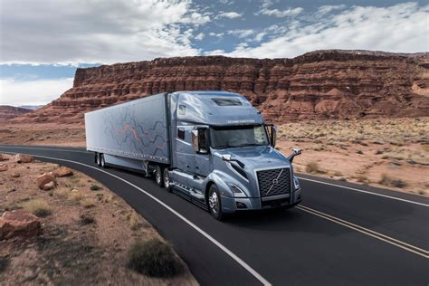 volvo takes wraps   vnl truck news