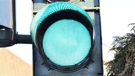 led traffic signal lights why leds should be used in traffic signals lighting