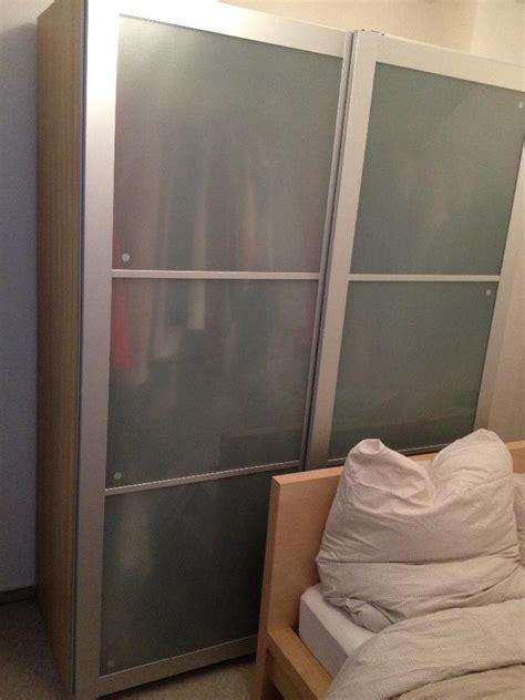 kleiderschrank weiß schiebetüren leiner schlafzimmer betten
