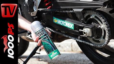 Motorradkette Reinigen Und ölen by How To Kettenschmieren Beim Motorrad Mit Motorex Chain