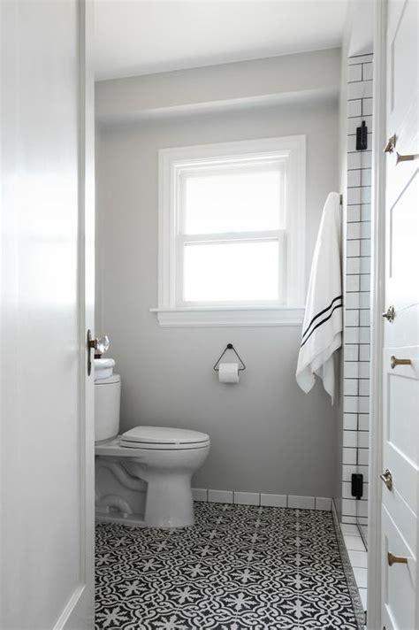 gray  white bathroom design ideas