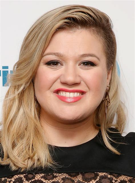 models with round faces kelly clarkson inverted bob haircut haircuts models ideas