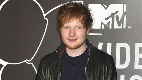 ed sheeran hand aufkl 228 rung das geschah mit ed sheerans hand promiflash de