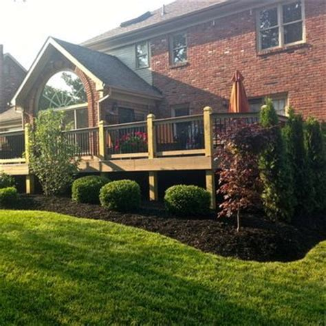 Deck Landscaping Ideas 1000 Ideas About Landscaping Around Deck On Pinterest Decking Ideas Patio Bed And Garden
