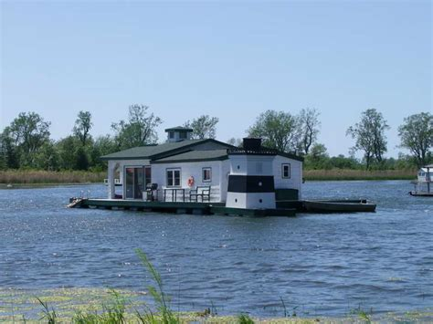 best house boats small house boat 28 images lovely wooden houseboat houseboats survival floating