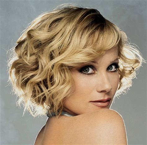 wavy graduated bob images of short curly hair short hairstyles 2017 2018