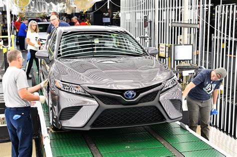 toyota line 2018 toyota camry begins production motor trend