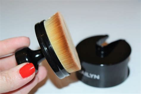 Cailyn O Wow Brush Cailyn Oval Brush 25 best images about cailyn cosmetics on shops gel eyeliner and circles