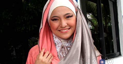 Jilbab Anak Pesantren Dunia Lucu Fakta Marshanda Lebih Cantik Dengan Kerudung